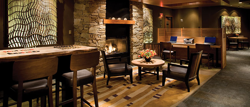 Canada_Whistler_Hotel-Listel_lounge.jpg